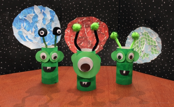 space alien and planet crafts
