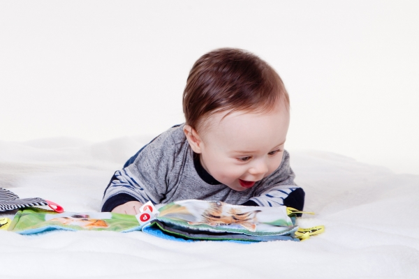 baby reading cloth book